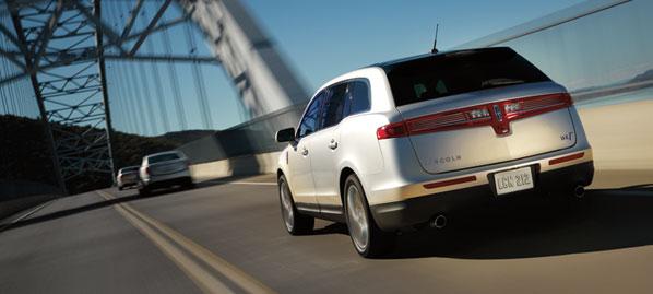 2016 Lincoln MKT intelligent AWD