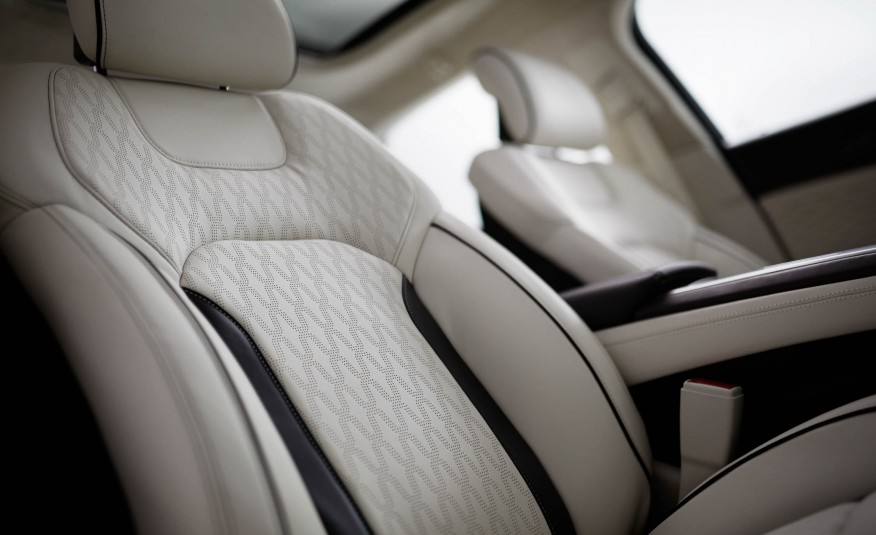 2017-Lincoln-MKZ-106-876x535